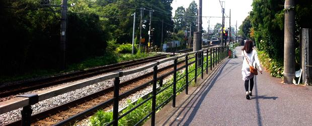 夏は線路に沿って